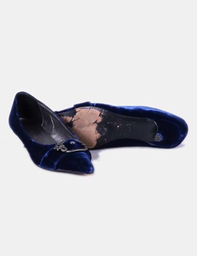 Zapato de terciopelo azul acabado en punta