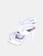Sandalia blanca troquelada Zara