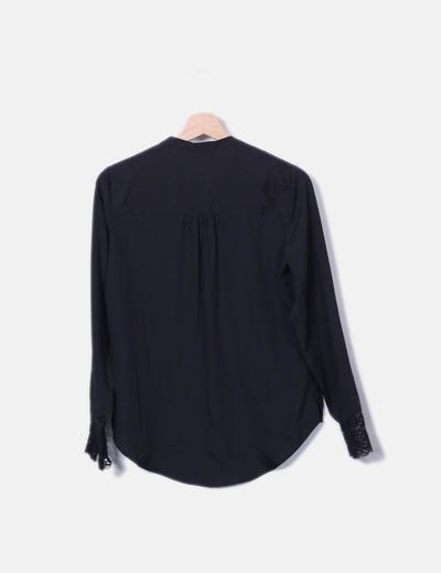Camisa negra satinada combinada encaje