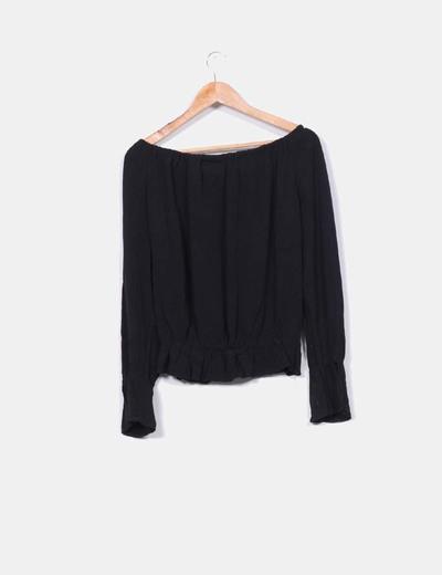 Blusa negra hombros descubiertos