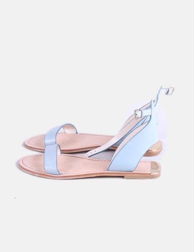 Sandalia plana azul detalle gold Zara