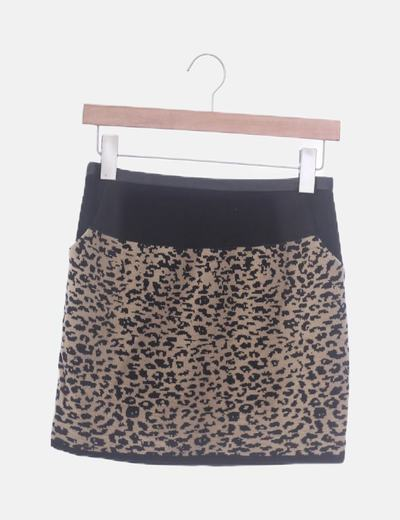 Falda negra animal print