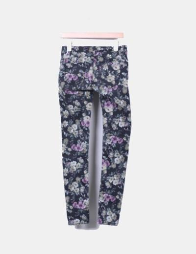 Pantalon negro con estampado floral