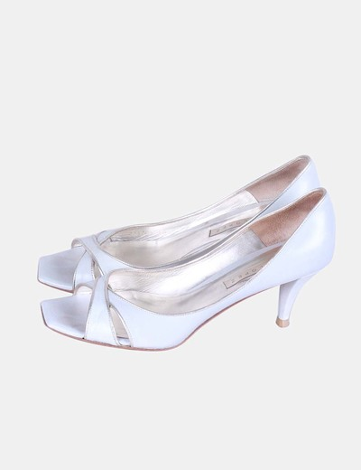 Zapatos gris ribete dorado Pura López