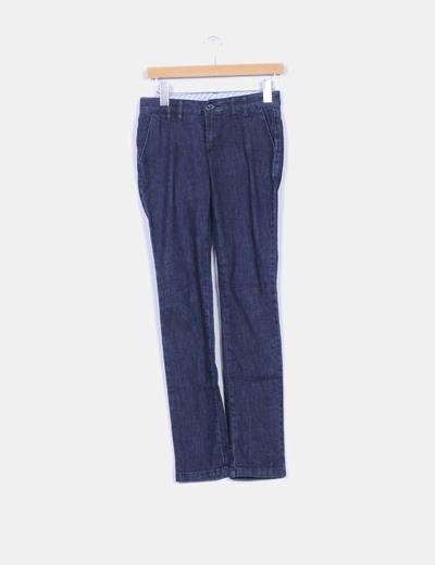 Pantalón demin oscuro corte chino Mango