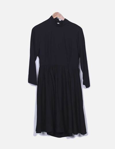 Vestido preto sem costas Suiteblanco