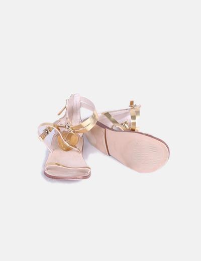 Sandalias romanas doradas