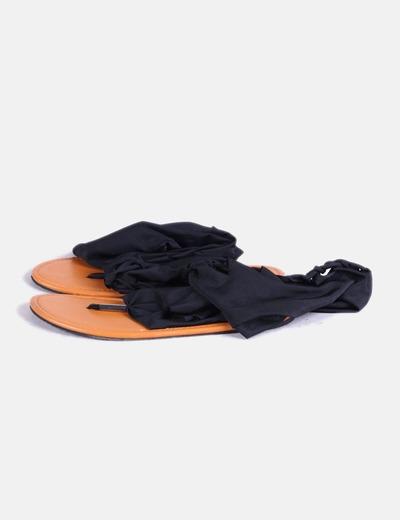 Sandalia plana negra NoName