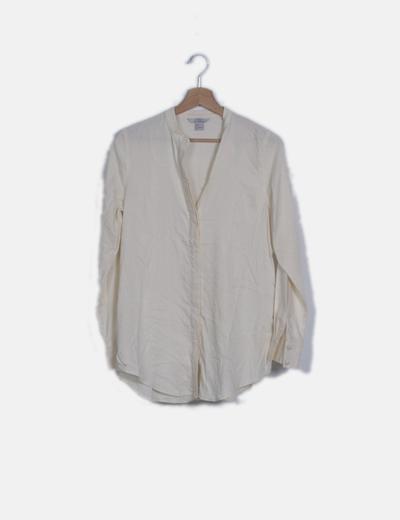 Blusa camisera beige abotonada