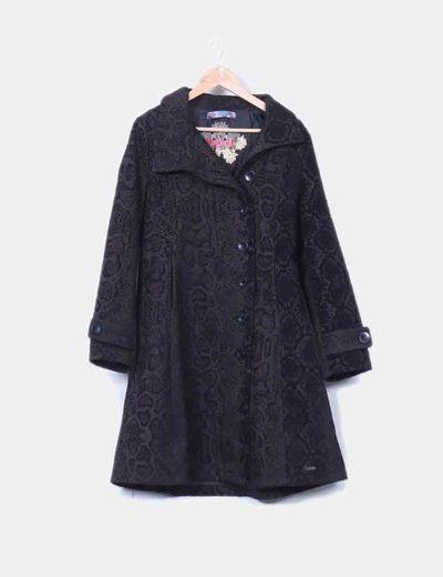Abrigo largo en textura negra  Desigual