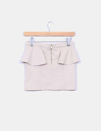 Minifalda color beige con volant