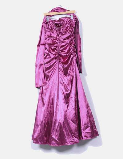 Vestido rosa satinado con tul y chal