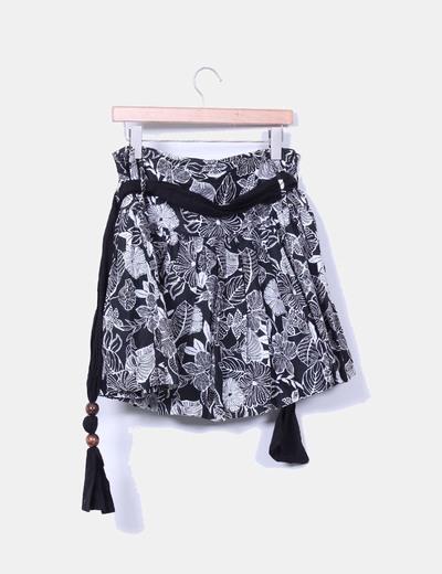 Falda midi negra estampada evase