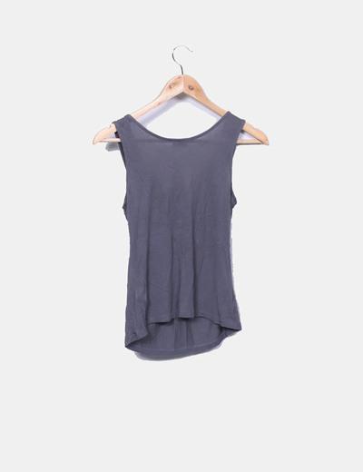 Camiseta gris con pedreria