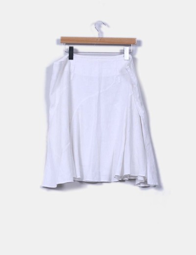 Falda blanca de linocon vuelo