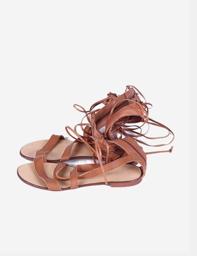 Sandalia romana marrón  Noholita