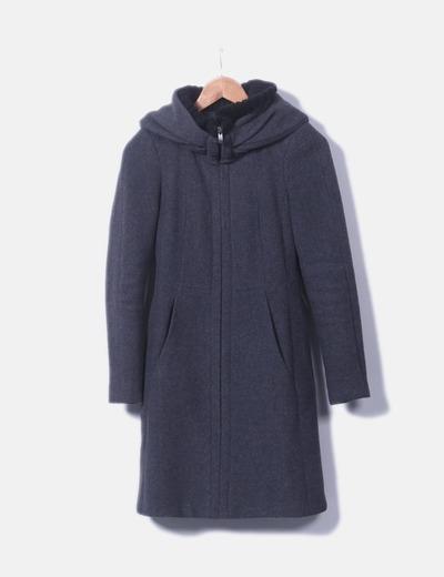 Abrigo gris de paño con capucha