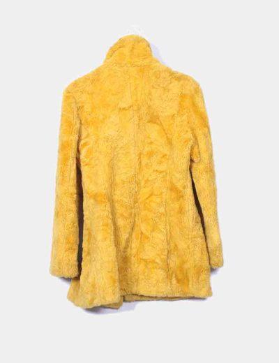 Abrigo de pelo amarillo