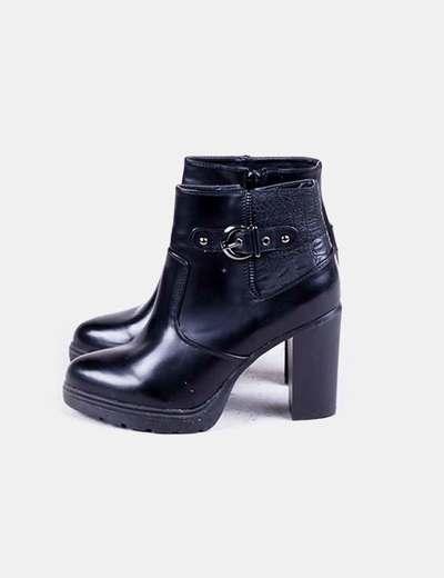 Bottines noires chaussures à talons de brevets NoName