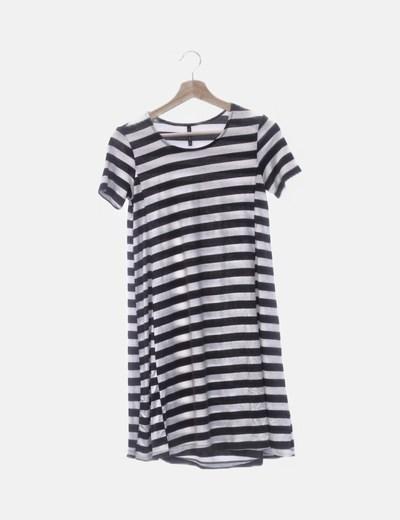 Vestido manga corta de rayas negra y blanca