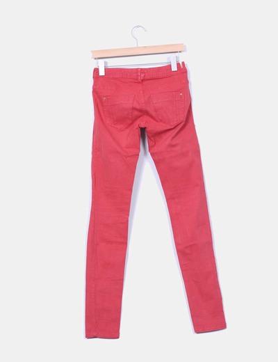 Jeans denim rojos pitillo
