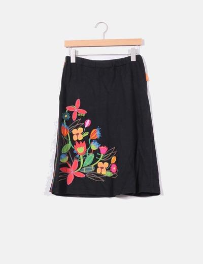 fc1d477ac Mamatayoe Falda negra con bordados multicolor (descuento 71%) - Micolet
