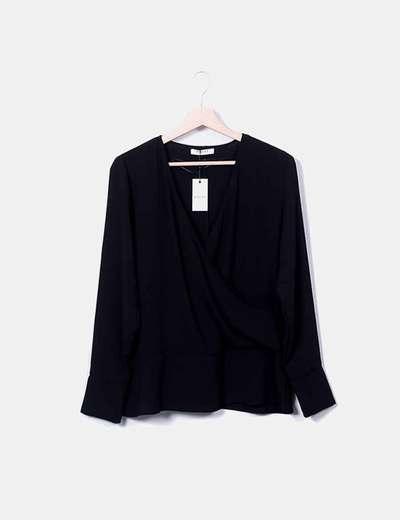 Blusa cruzada negra con lazo Pieces