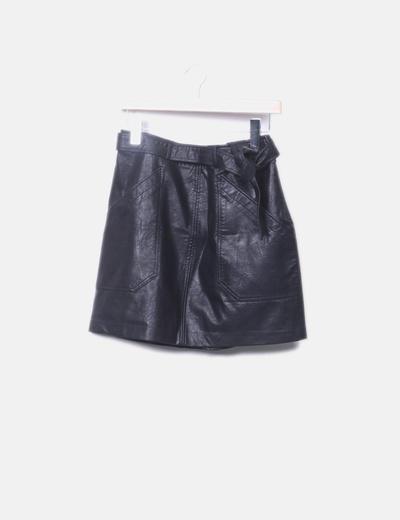Falda encerada negra