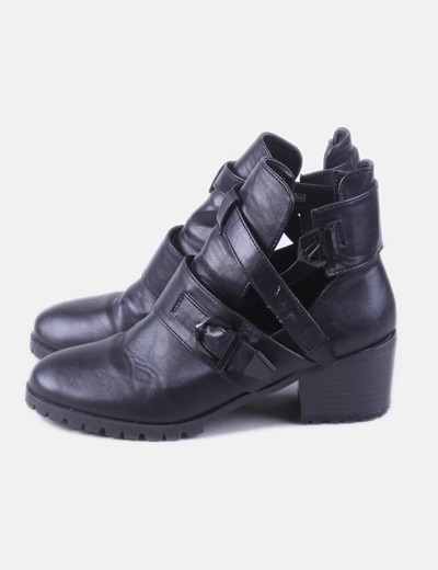 Black ankle boots with buckles Pimkie