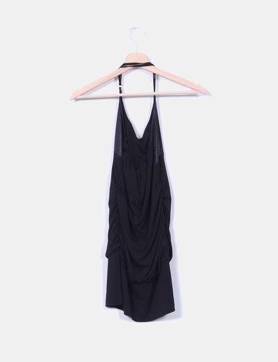 Vestido negro drapeado atado al cuello