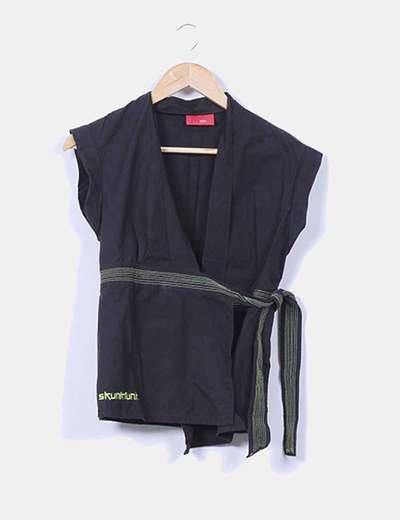 Camisa negra cruzada Skunkfunk