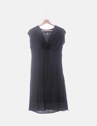 Vestido negro escote en pico con lazo