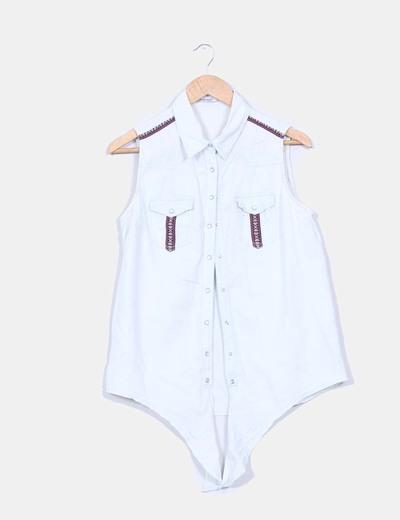 Camisa vaquera sin mangas con detalles étnicos Stradivarius