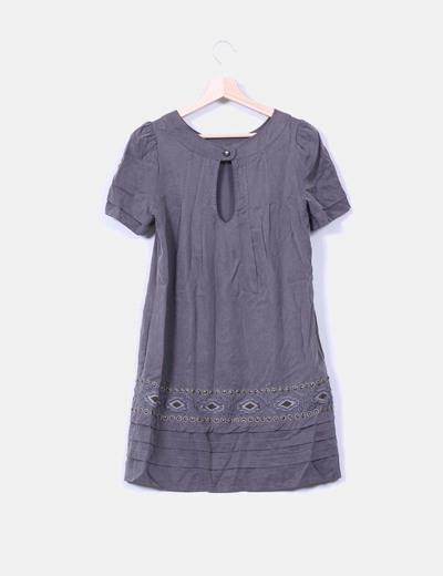 Vestido gris marengo con pedreria