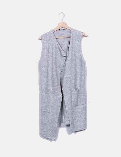 Chaleco de punto gris con bolsillos