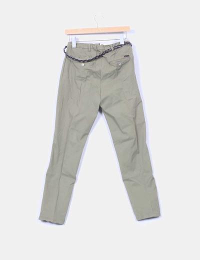 Pantalon chino khani con cinturon