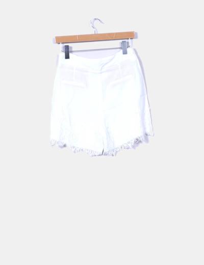 Short blanco con encaje