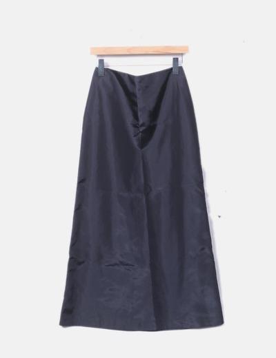 Falda negra satinada