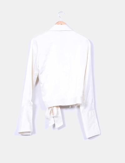 Blusa corta color crudo satinada