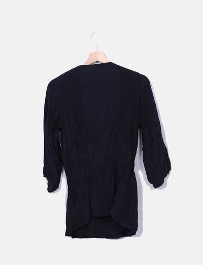 Blusa negra cruzada detalle pailettes