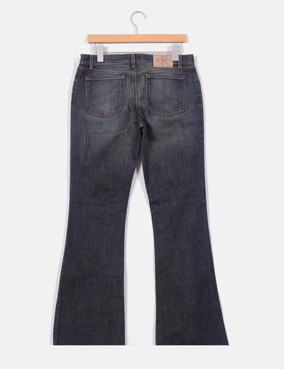Jeans acampanado oscuro
