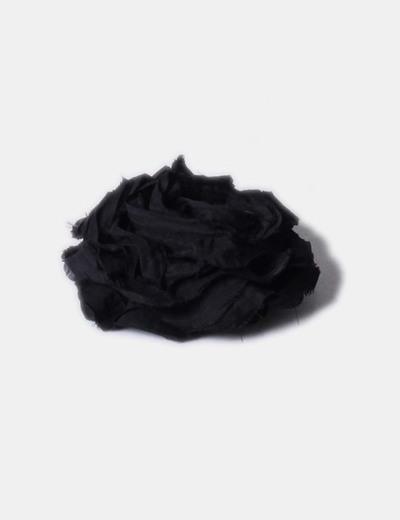 Flor negra con pasador NoName