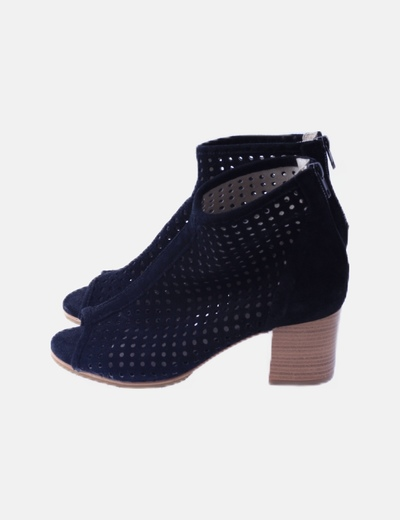Zapatos peep toe rejilla antelina negros
