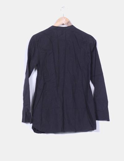 Blusa negra con detalles terciopelo