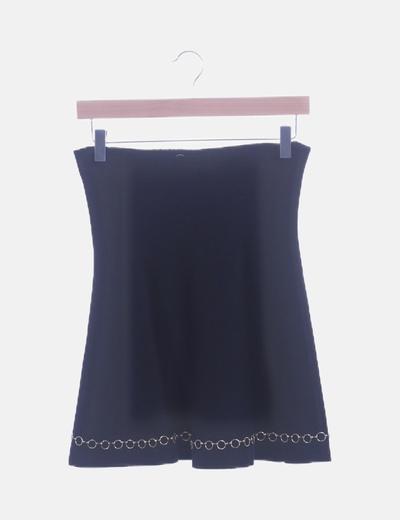 Conjunto falda y jersey negro con detalles metálicos