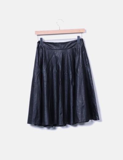 Falda midi negra efecto cuero