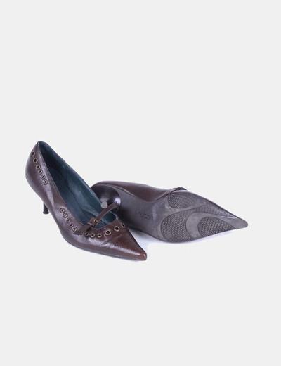 Zapato marron puntera con tachas