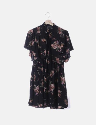 Vestido fluido negro floral