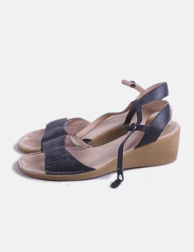Sandalia negra pulsera