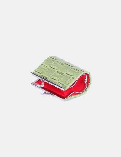 Monedero verde texturizado